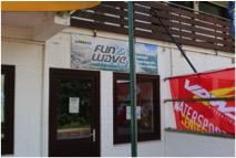 Der Eingang zur Surf- und Segelschule